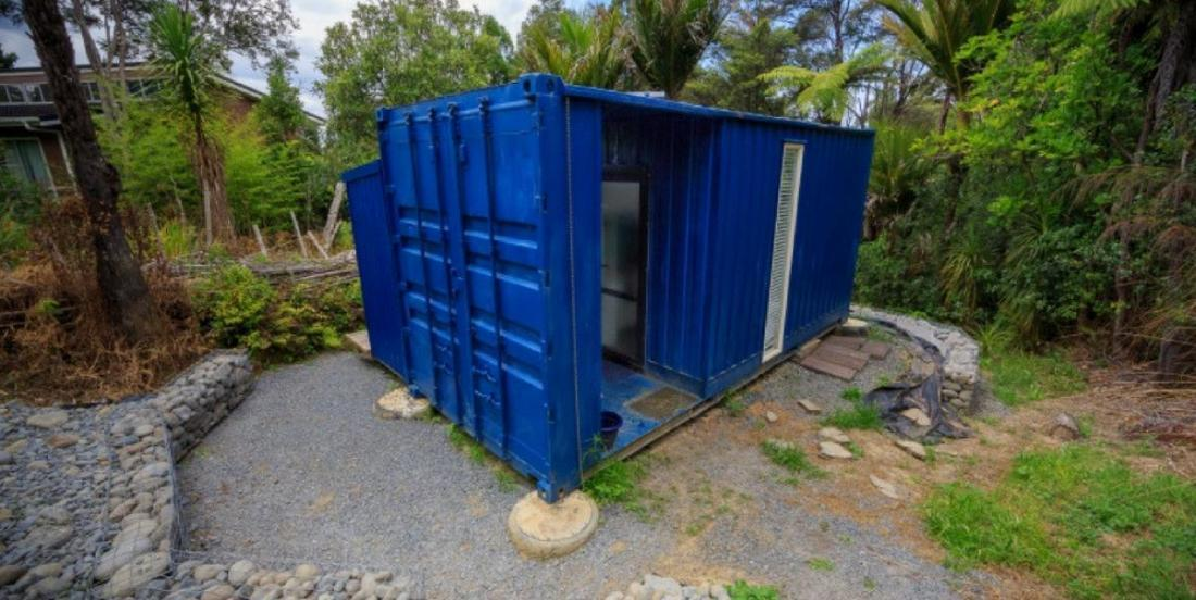 This 107 square feet container is stunning with its nice and unexpected interior!