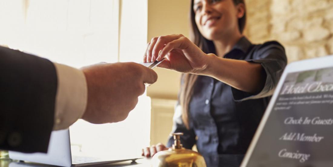 10 mistakes travelers make before leaving their hotel room