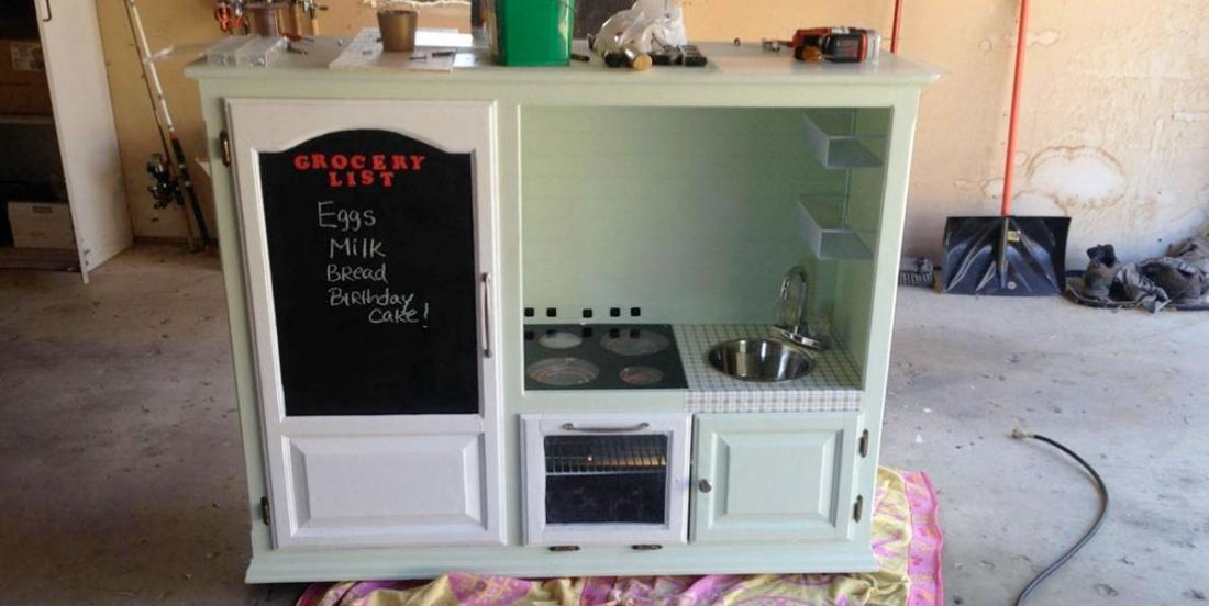 Dad makes a mini-kitchen for his 2-year-old son, but people's comments are just mean