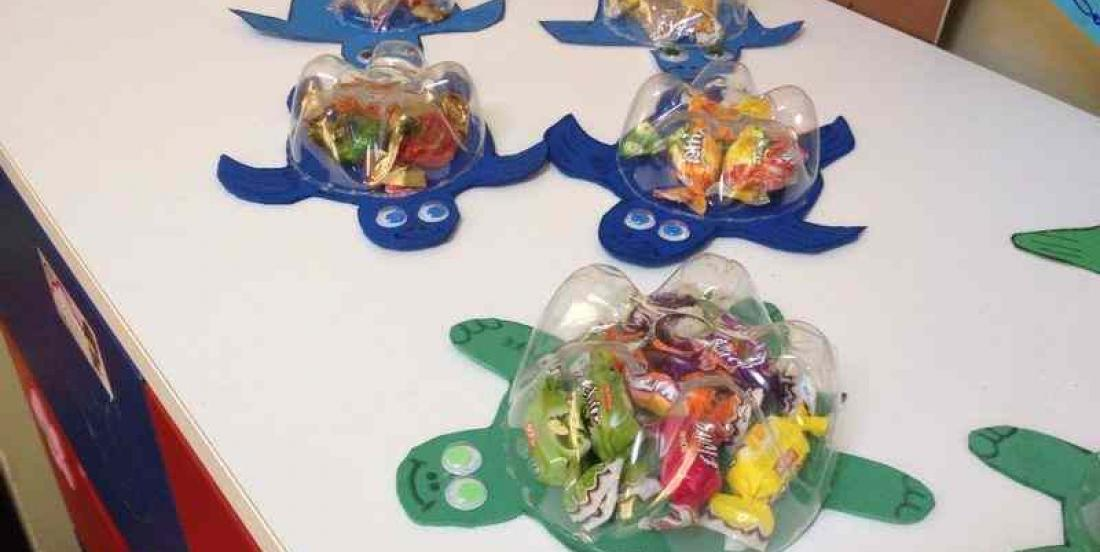 DIY : Reuse plastic bottles to make surprise turtles.
