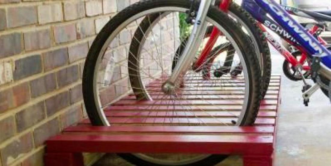 Pallet wooden bike racks, what a great idea!