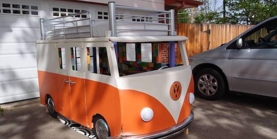 A dad built a Volkswagen shaped bed for his daughter and the final result is amazing!