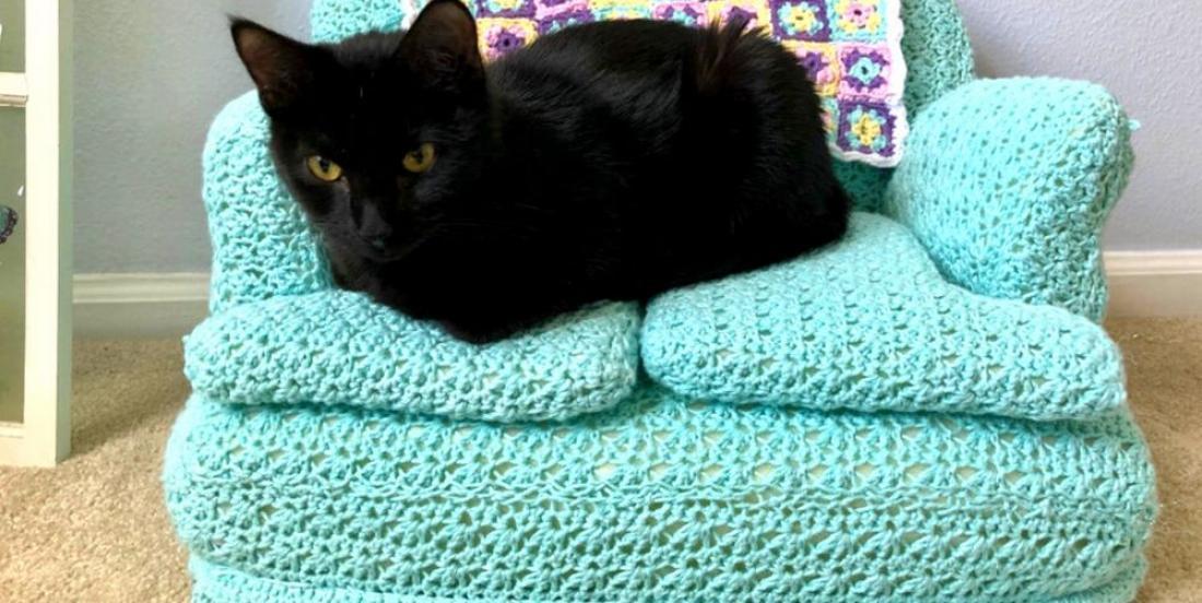 DIY Idea: Small Crochet Cat Couches!